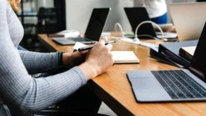 Προκαλούν αλυσίδες καταστημάτων με τις «Προσκλήσεις» εργαζομένων για απασχόληση στις αργίες του Πάσχα